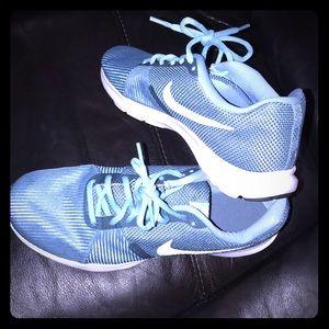 💕Nike, EUC, like new! Size 9. Nike flex bijoux